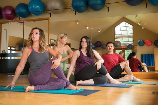 Mountain Trek Fitness Retreat & Health Spa: Sunrise morning yoga classes.