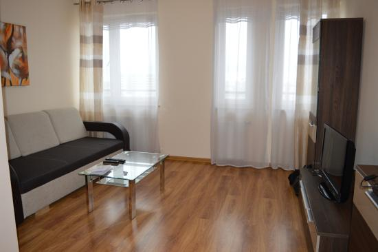 Senator Warsaw: Soggiorno appartamento 176A, piano 15, edificio E