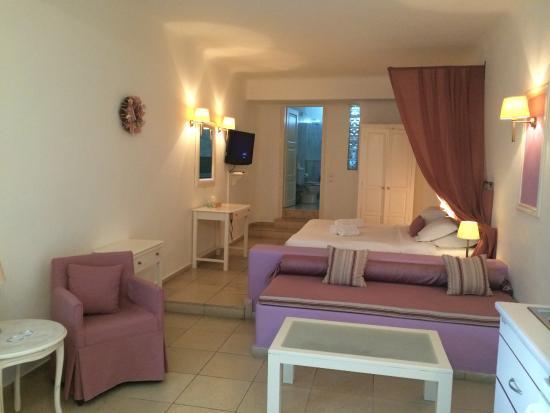Tholos Resort: Our stylish room