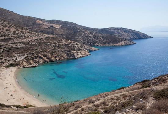 Donousa, Griechenland: Kedros beach, with its fine sand and crystal clear waters, is one of the island's most popular.