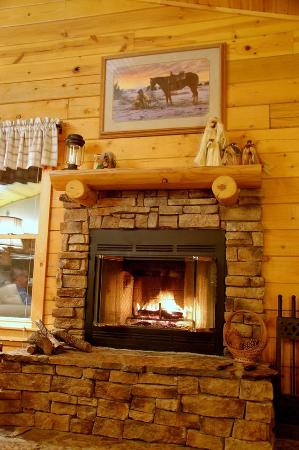 Edgewood, NM: Warm and cozy fireplace