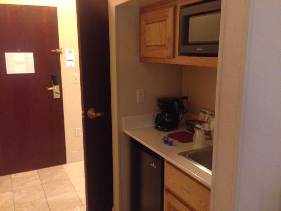 Holiday Inn Express Phoenix Downtown: kitchenette area