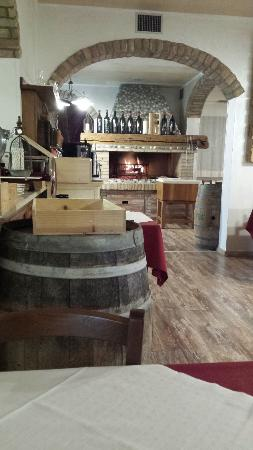 Camino per cucinare la carne alla brace - Foto di Osteria dal ...