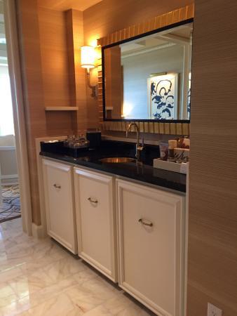 Wynn Las Vegas: Tower Suites Parlor Suite - Entrance