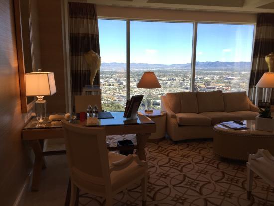 Wynn Las Vegas: Tower Suites Parlor Suite - Living Room