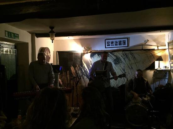 Penllwyndu Inn: Open Mic with Julian Stewart and Joe