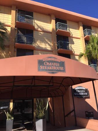 Omaha Steakhouse: Outside entrance
