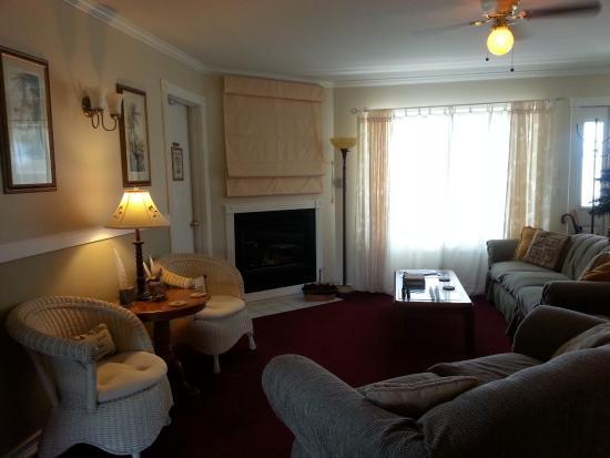 Ocean Shores, WA: Guest Living Room