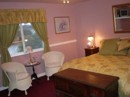 Ocean Shores, WA: Waterfront Sandhill Crane Suite King with bath