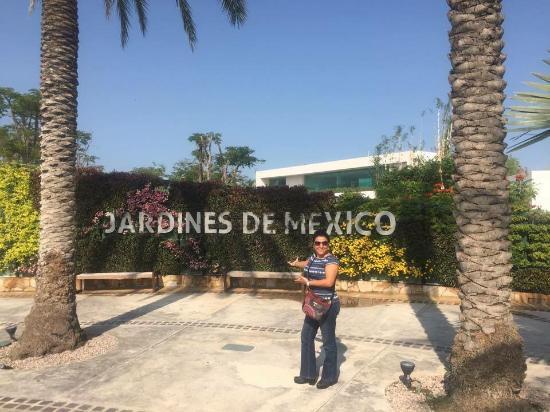 Entrada principal a los jardines de m xico picture of for Jardines mexico