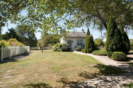 Milton, KY: Summer Cottage / Honeymoon Suite