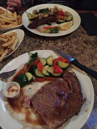 Patrinos Steak House & Lounge: photo0.jpg