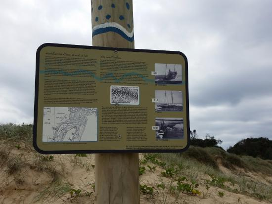 Nambucca Heads, Australia: Cultural heritage sign about ship wrecks
