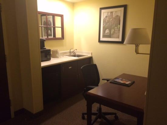 SpringHill Suites Milford: Kitchenette and Desk
