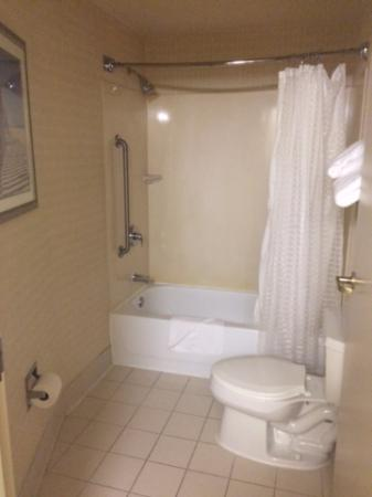SpringHill Suites Milford: Bathroom