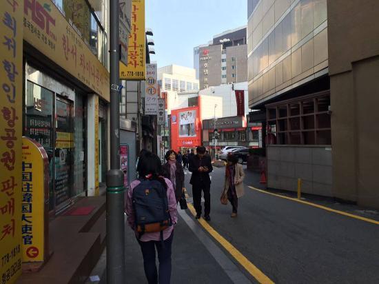 Namsan Guesthouse 2 : ทางออกไปสถานีรถไฟฟ้า