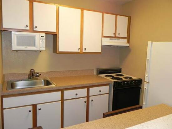 Extended Stay America - Louisville - Hurstbourne: Fully Equipped Kitchen