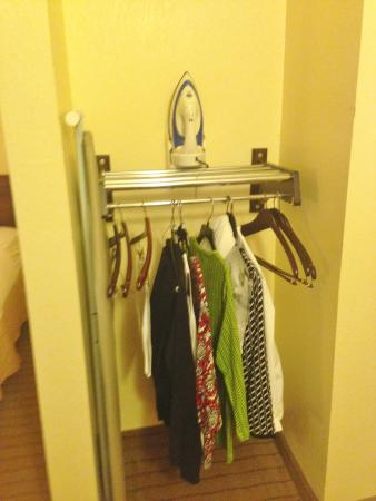 Holiday Inn Express Enterprise: Clothes hanging area