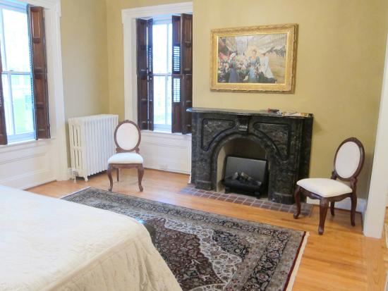 The Swope Manor Bed & Breakfast: Miss Dorothy's Suite