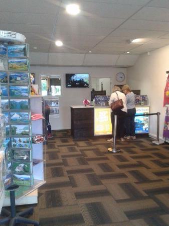 Lake Wanaka i-SITE Visitor Information Centre: Interior