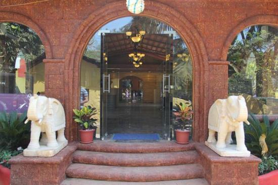 Delta Residency: Hotel Entrance