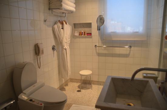 Emiliano Hotel: Emiliano suite Japanese toilet