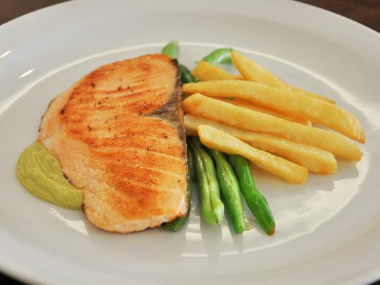 Urban Inn : Pan Seared Salmon with Avocado Remoulade