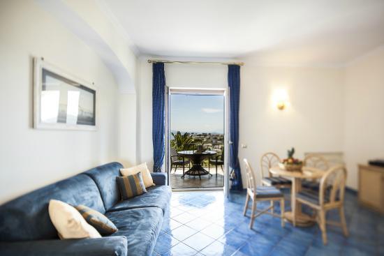 Soggiorno suite - Picture of Resort Grazia Terme, Lacco Ameno ...