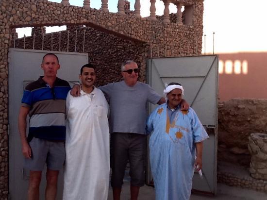 Restaurant Oued Massa: Photo souvenir avec le patron et son fils