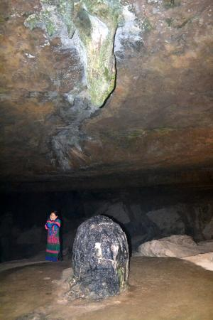 shiva linga picture of mawjymbuin cave shillong tripadvisor. Black Bedroom Furniture Sets. Home Design Ideas