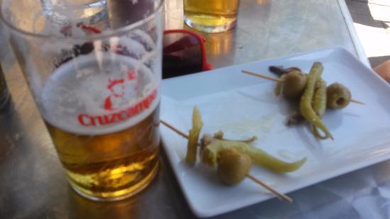 Lecumberri, España: Gildas y cerveza en el bar del Camping Aralar