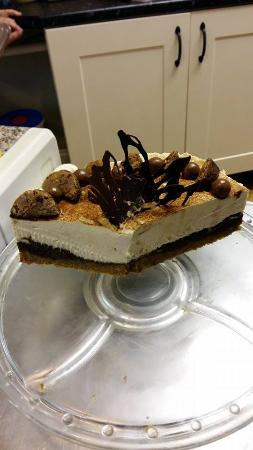 Sketty, UK: Dilly's two-tone chocolate cheesecake with Maltesers