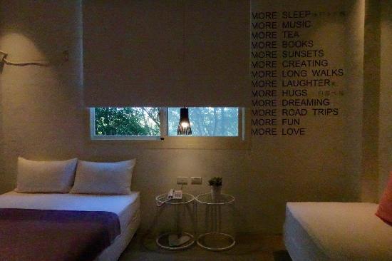 La Place: 很有設計感,這間窗外就是樹林,感覺不錯,可惜睡起來品質不佳