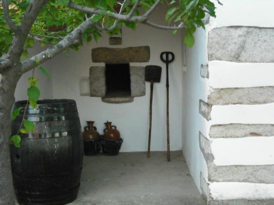 Villanueva de Córdoba, España: Este es el horno del Cortijo de Las Lagartosas hecho de ladrillo rojo y granito.