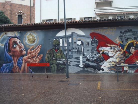 Murales a fianco della basilica di s lorenzo picture of for Ristorante murales milano
