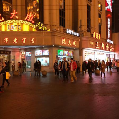 Nanjing Lu (Nanjing Road) Photo
