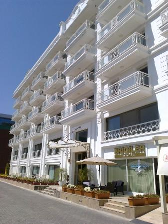 Azure Vista Hotel & Residence