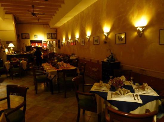 Dibuk restaurant : großer Innenraum