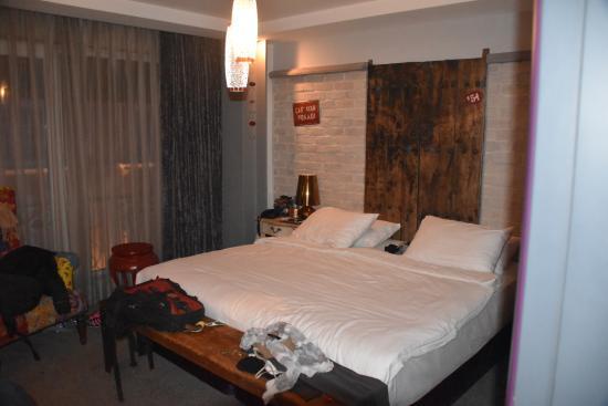 Hypnos Design Hotel: Huge comfy bed