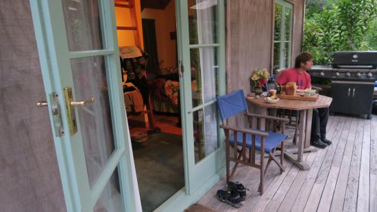 Purangi Gardens Accommodation: having breakfast