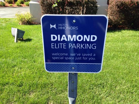 Hampton Inn Pittsburgh Area-Beaver Valley-Ctr Township: Diamond Elite Parking Spot