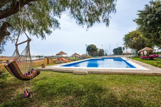 Hotel Rural Cortijo Amaya : Pool & Tennis