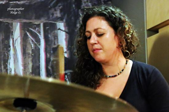 Ergon: Anna a great drummer !