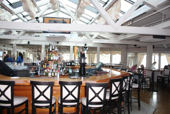 Cohasset, MA: Bar area