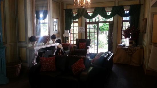 The Burrough Guest Lodge: Reception