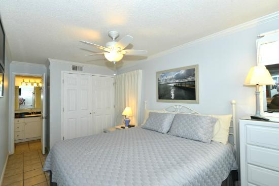 Island Winds West: Master bedroom