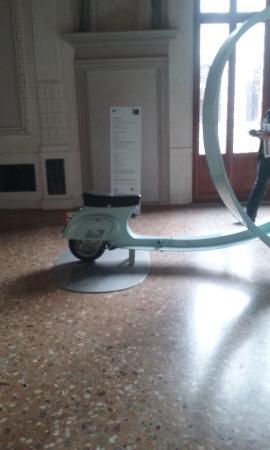 Palazzo Grimani: portego con installazione della Biennale