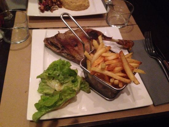Bajadita: Canard confit, frites et salade
