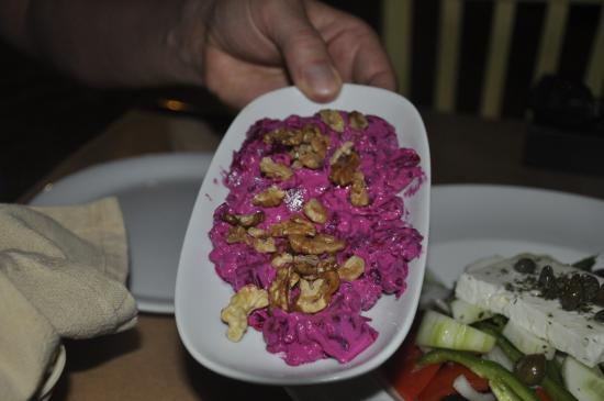 Faros, اليونان: Beet salad with yogurt