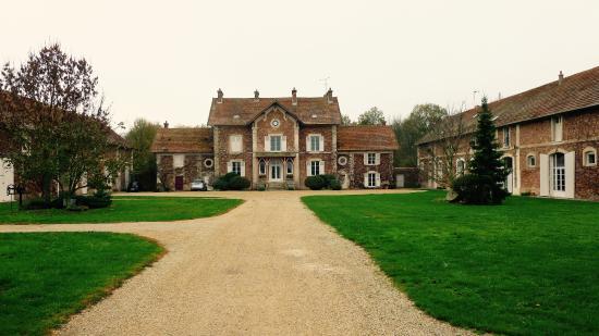 Villiers-en-Bière, France : Farmhouse and chateaux
